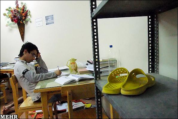 عکس های جالب از استرس شبهای امتحان در خوابگاه